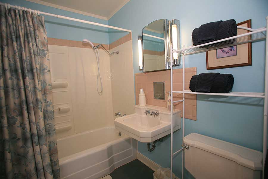 Adult Suite Merlin Bathroom