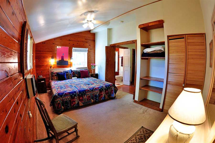 Cabin Roadrunner Bedroom Master