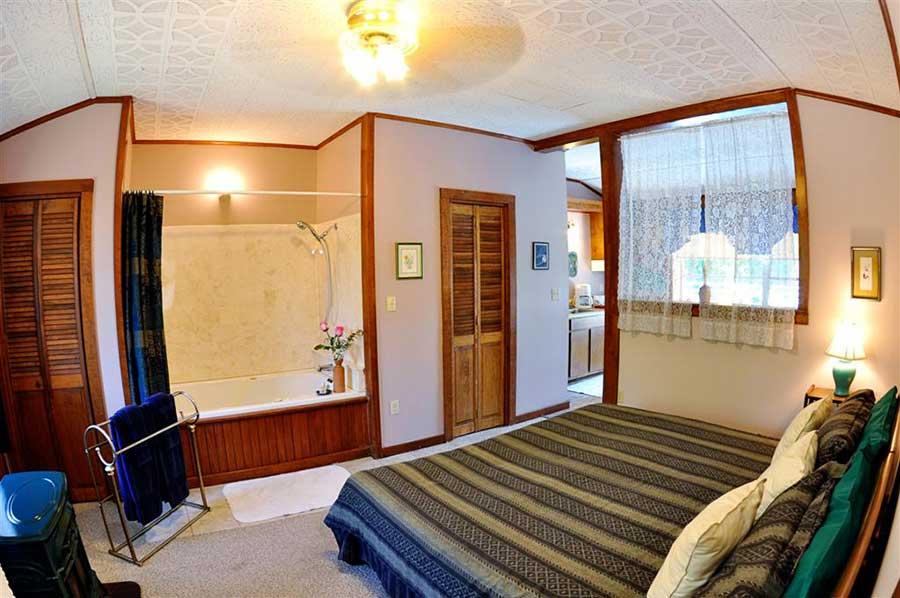 Family Suite Hummingbird Bedroom Jacuzzi