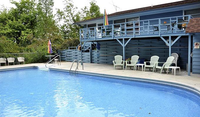 Hummingbird Pool Suite