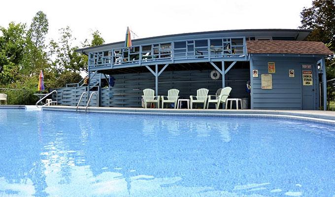 Meadowlark Family Pool Suite