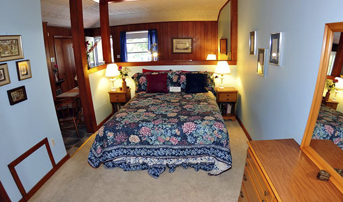 Meadowlark Pool Suite Bedroom