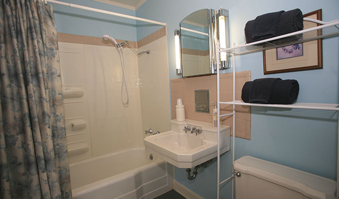 Merlin Luxury Suite Bathroom