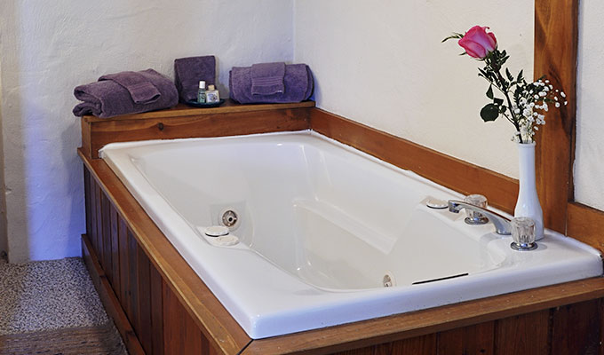 Sandpiper Adult Mini-Suite Jacuzzi Tub